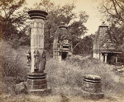 Temples and columns at Baroli
